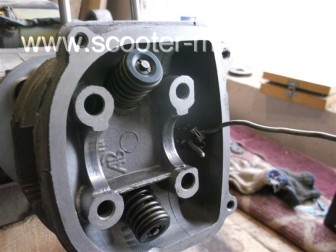 замена-установка-поршневой-на-скутере-4Т-объемом-200-СС101