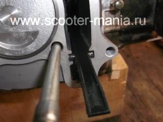 замена-установка-поршневой-на-скутере-4Т-объемом-200-СС94
