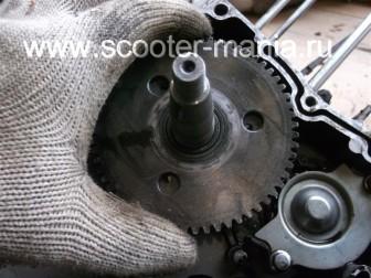 разборка-двигателя-157QMJ-скутера-4t-объемом-150-CC156