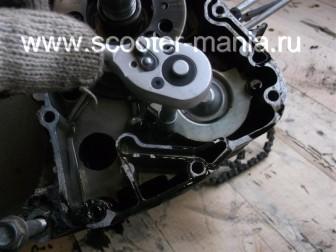 разборка-двигателя-157QMJ-скутера-4t-объемом-150-CC165