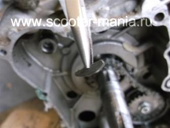 разборка-двигателя-157QMJ-скутера-4t-объемом-150-CC180