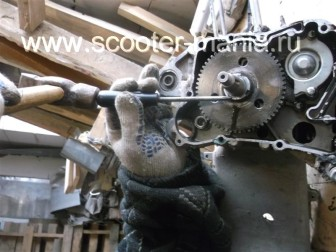 сборка-ремонт-двигателя-157-QMJ-скутера-4т26