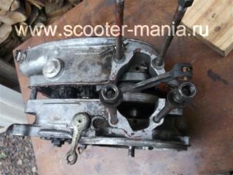 разборка-двигателя-мотороллера-муравей110