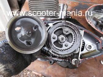 разборка-двигателя-мотороллера-муравей68