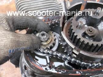 разборка-двигателя-мотороллера-муравей73