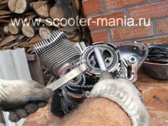 разборка-двигателя-мотороллера-муравей74