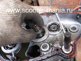 разборка-двигателя-мотороллера-муравей78