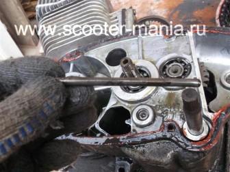 разборка-двигателя-мотороллера-муравей80