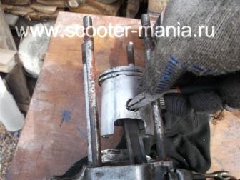 разборка-двигателя-мотороллера-муравей97